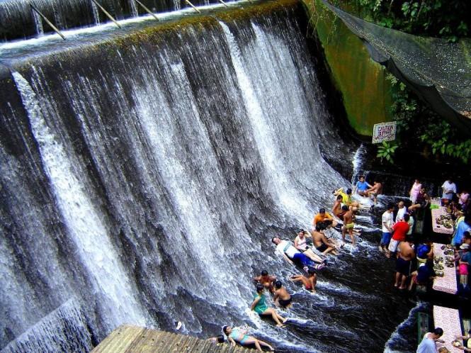 هتلی با رستوران آبشاری - فیلیپین