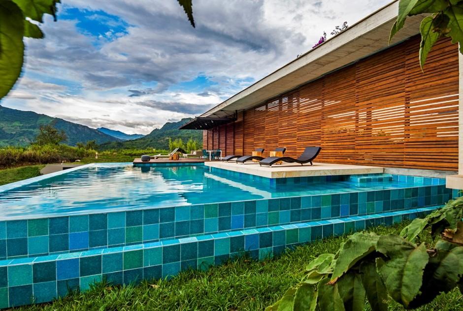 11-Swimming-pool-steps
