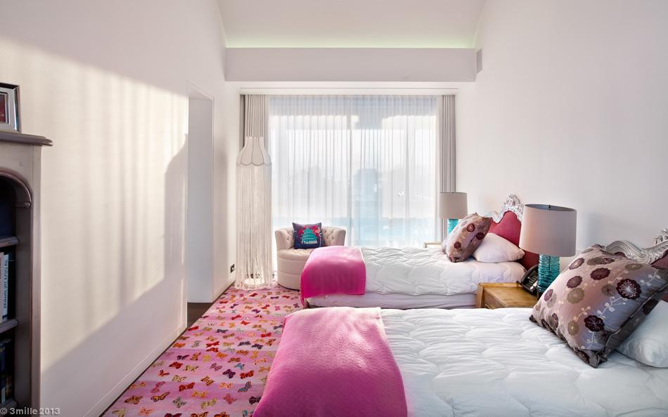 19-Pink-white-bedroom