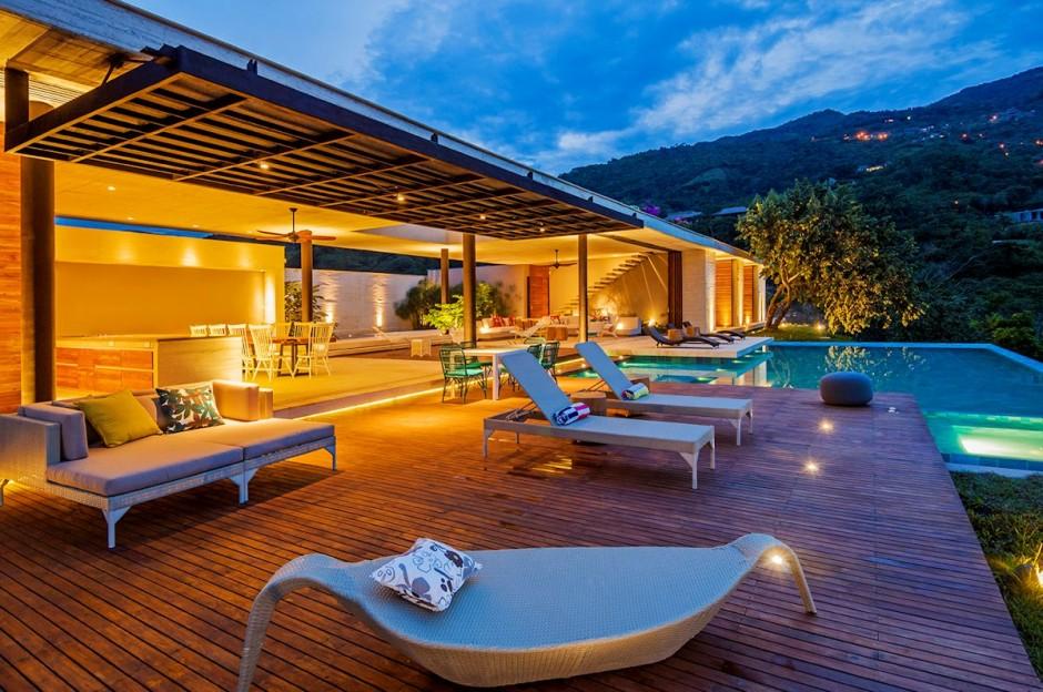 2-Pool-deck1