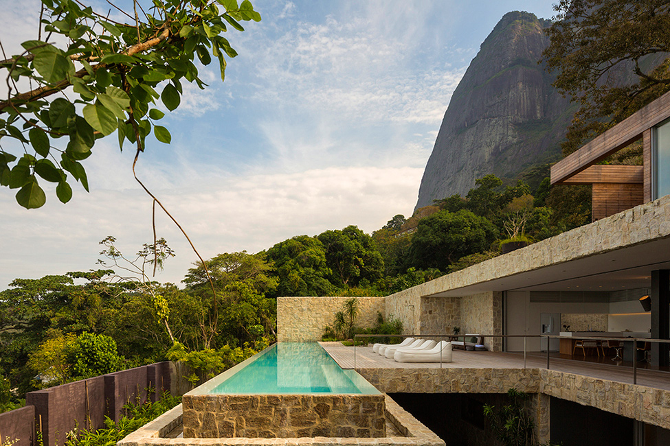 Luxury-Villa-in-Brazil-by-Studio-Arthur-Casas-1