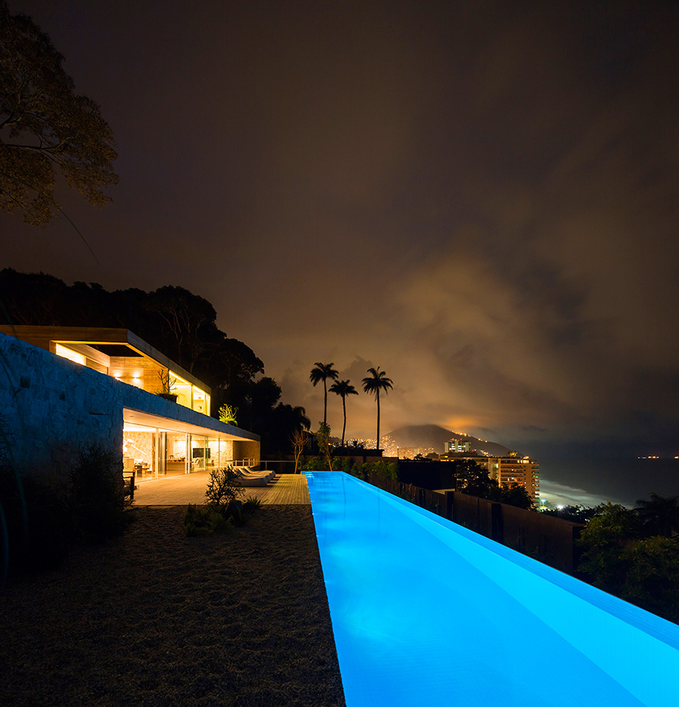 Luxury-Villa-in-Brazil-by-Studio-Arthur-Casas-10