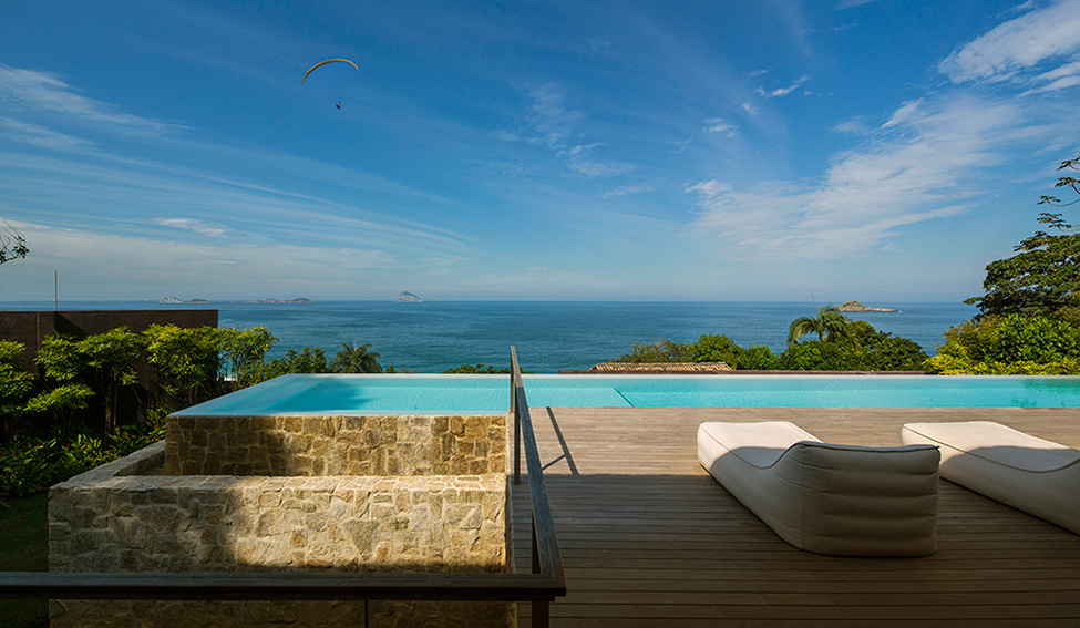 Luxury-Villa-in-Brazil-by-Studio-Arthur-Casas-2