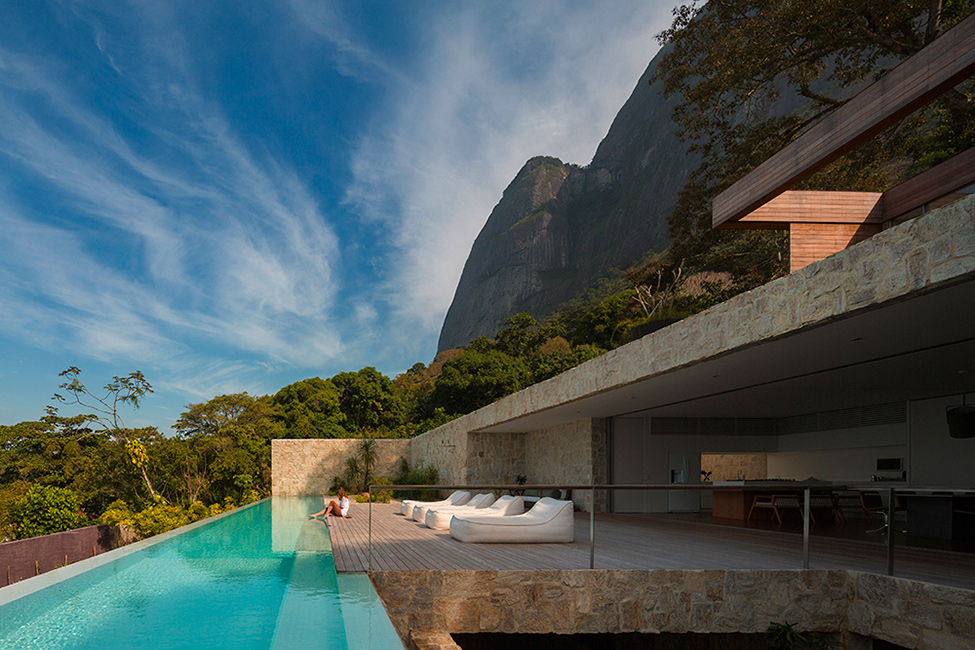 Luxury-Villa-in-Brazil-by-Studio-Arthur-Casas
