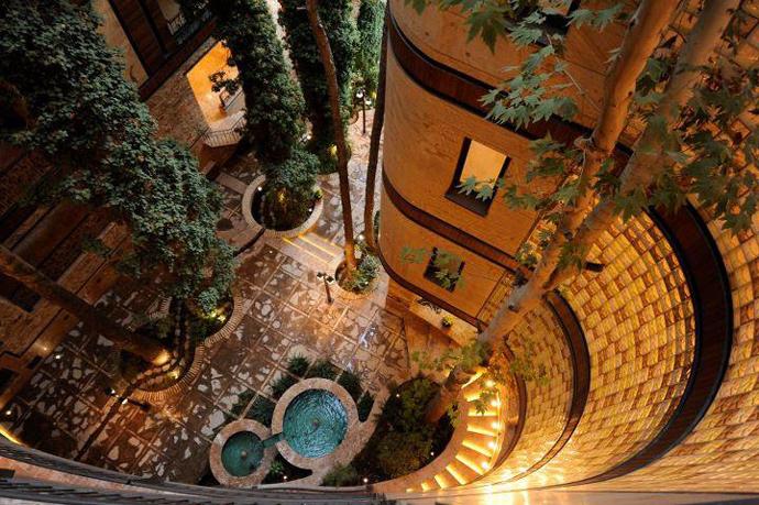 توش معماری زیبا بدون قطع درختان (تهران-نیاوران) | میهن بنا
