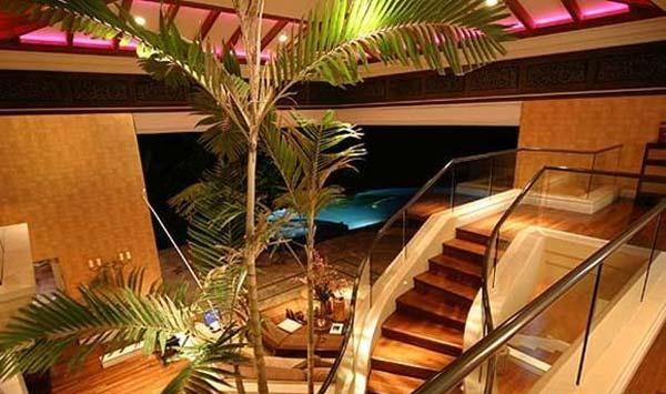 Ronaldinho_Celebrity_House7