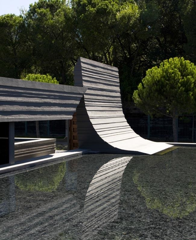 unique-garden-design-on-cristiano-ronaldo-home-designed-by-joaquin-torres