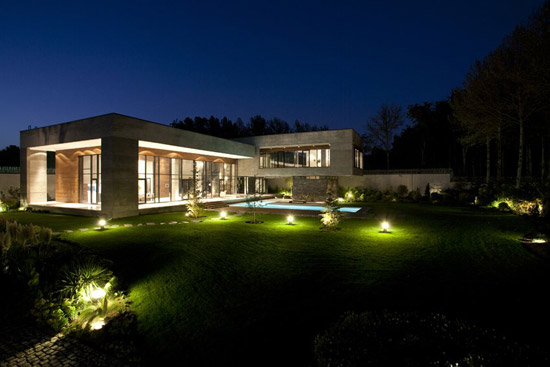 2011-8-8-The-Villa-Kiani-22