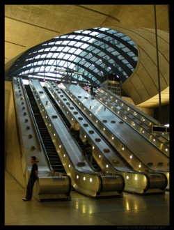 England_London_CanaryWharf_Underground (1)