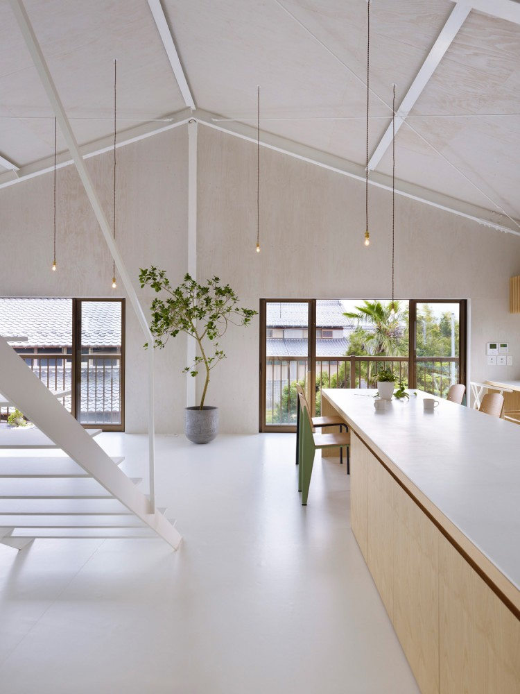 516c73b3b3fc4b0f260000df_house-in-yoro-airhouse-design-office_18-750x1000
