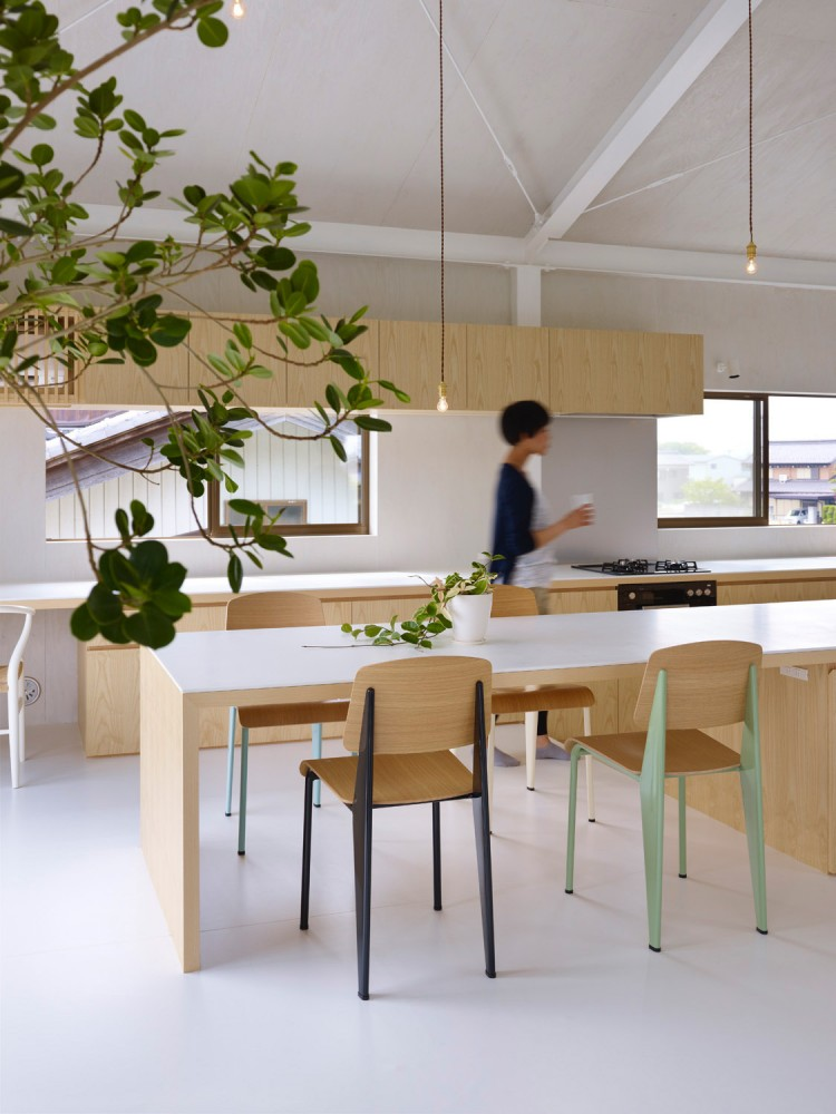 516c73b5b3fc4bc7f90000d8_house-in-yoro-airhouse-design-office_19-750x1000