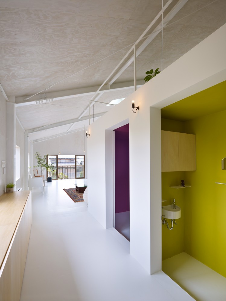 516c74d9b3fc4bdb4e0000dd_house-in-yoro-airhouse-design-office_06_wc-749x1000