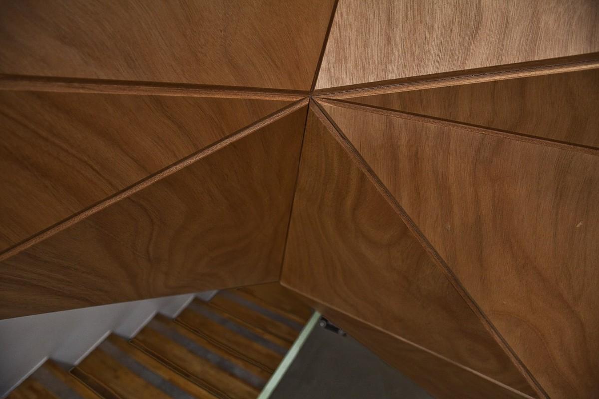 Arch2o-Retail-Interior-in-IUTER-Store-by-Mammafotogramma-Architecture-9