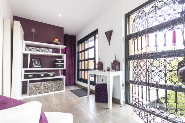 burgundy-walls-600x400