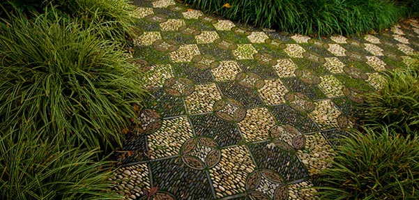 garden-pebble-stone-paths)