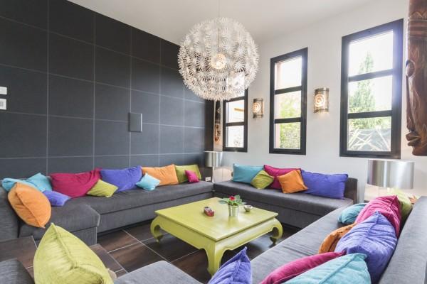 gorgeous-seating-area-600x400