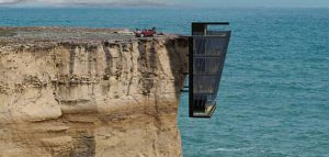 خانه صخره ای با چشم اندازی وسیع به اقیانوس
