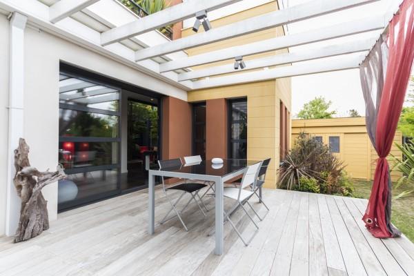 modern-outdoor-furniture-600x400