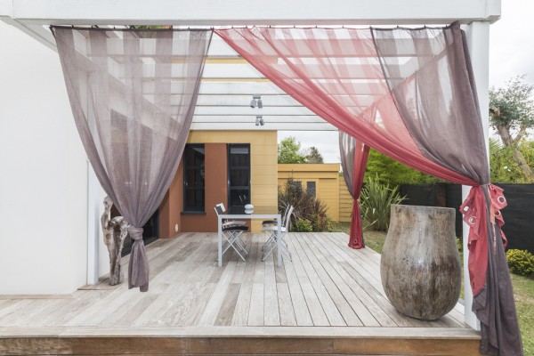 pretty-outdoor-curtains-600x400