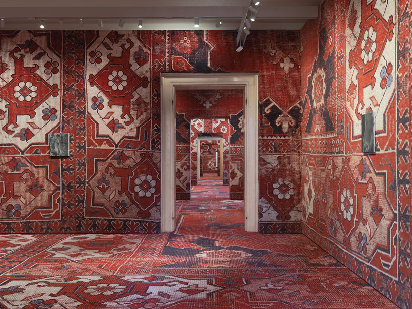 rudolf-stingels-carpet-installation-covers-venices-palazzo-grassi-designboom-01