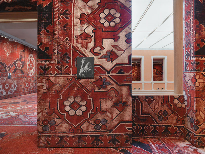 rudolf-stingels-carpet-installation-covers-venices-palazzo-grassi-designboom-10