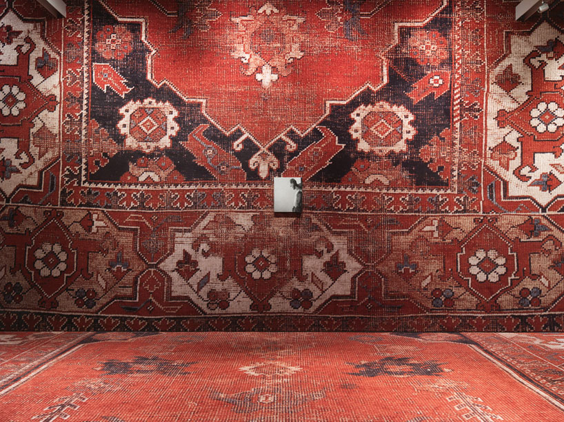 rudolf-stingels-carpet-installation-covers-venices-palazzo-grassi-designboom-30