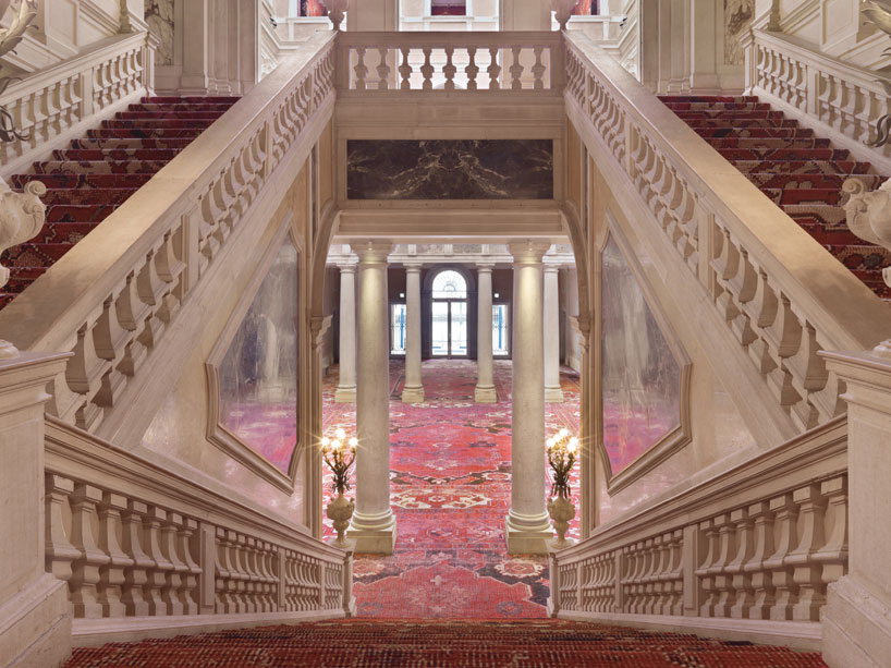 rudolf-stingels-carpet-installation-covers-venices-palazzo-grassi-designboom-47