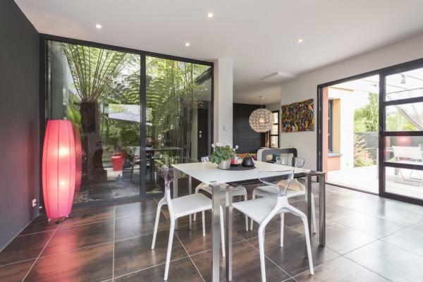 ultra-modern-dining-room-600x400