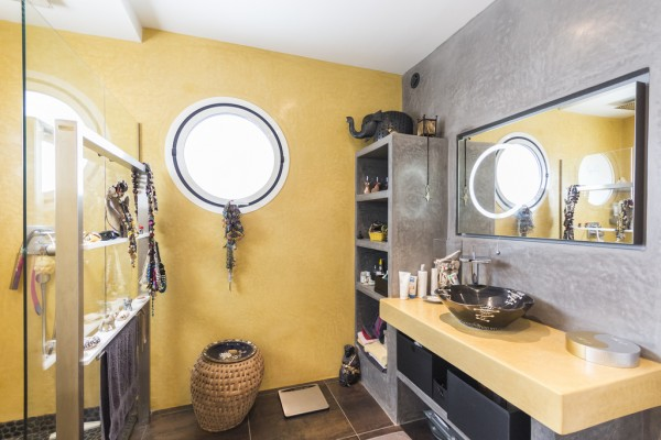 yellow-bathroom-600x400