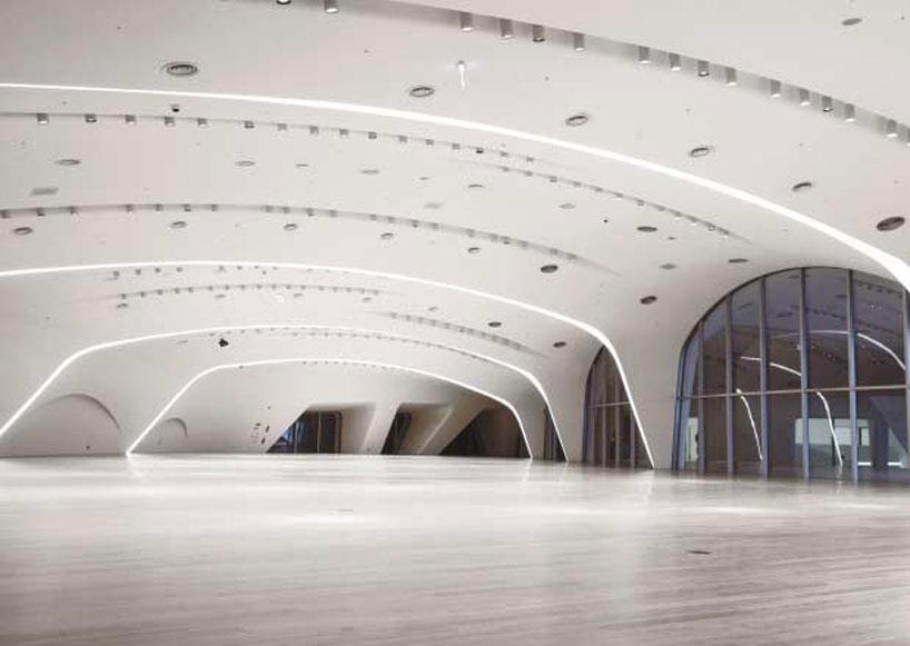 zaha-hadid-dongdaemun-design-park-plaza-designboom-03