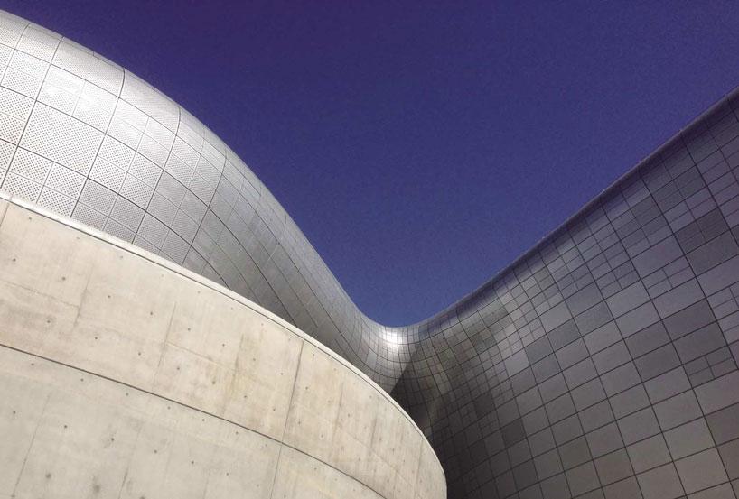 zaha-hadid-dongdaemun-design-park-plaza-designboom-07