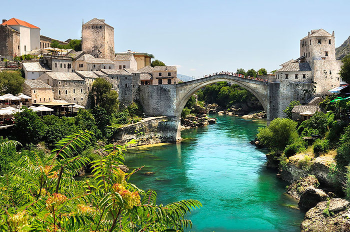Old-Mysterious-Bridges4__880