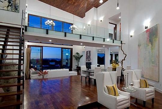Rihanna Home (5)