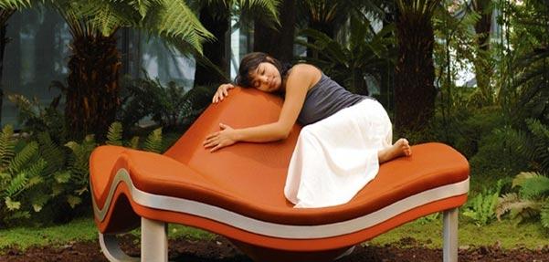 صندلی مدرن با الهام از موج های خروشان