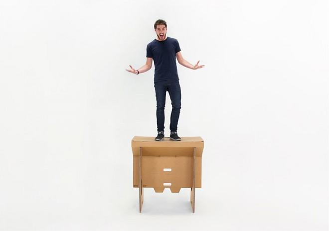 refold-portable-cardboard-standing-desk-3-660x465