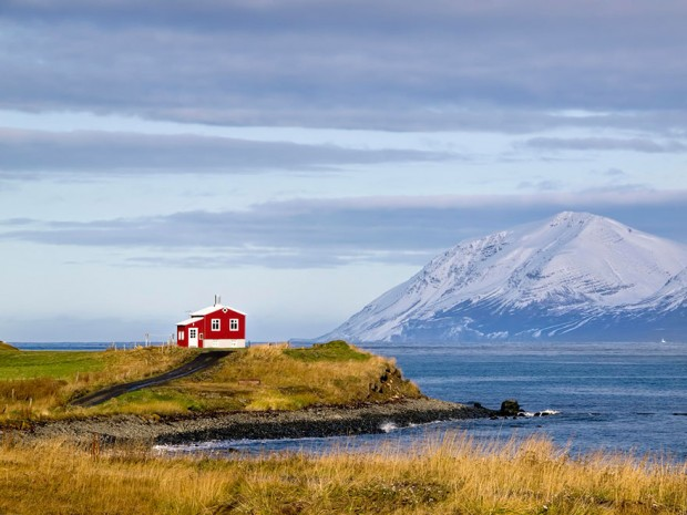 small-house-grand-nature-landscape-photography-2__880-620x465