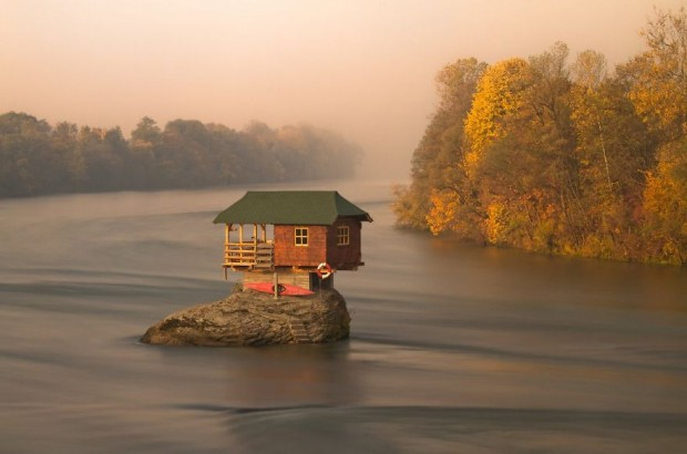 small-house-grand-nature-landscape-photography-301__880-620x410