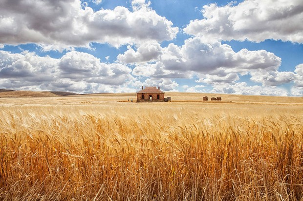 small-house-grand-nature-landscape-photography-3__880-620x413