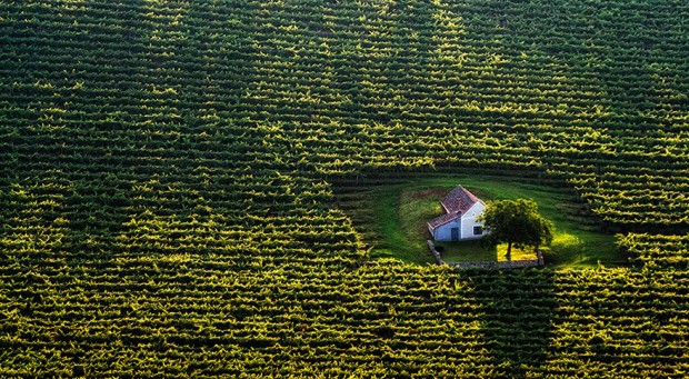 small-house-grand-nature-landscape-photography-8__880-620x341