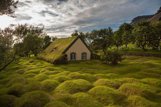 tiny-house-fairytale-nature-landscape-photography-29__880-620x413