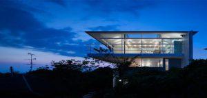 طراحی خانه ای مخفی در پشت نمایی بدون پنجره