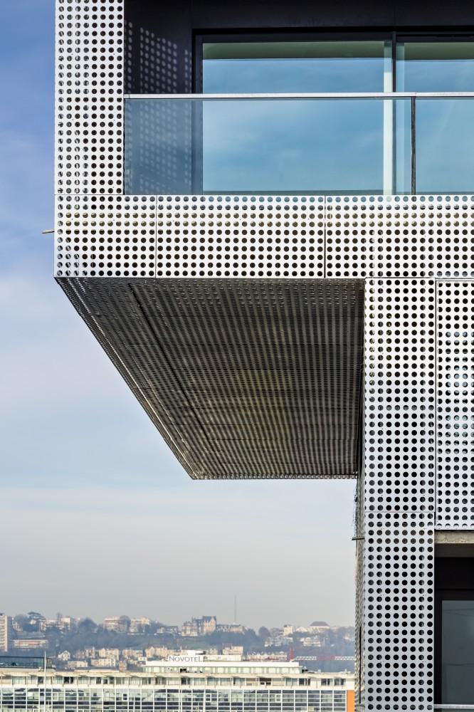 5405059cc07a803f00000055_le-havre-cote-docks-vauban-philippe-dubus-architecte_photo-sergio-grazia-ph_dubus-le_havre_imp-012-666x1000