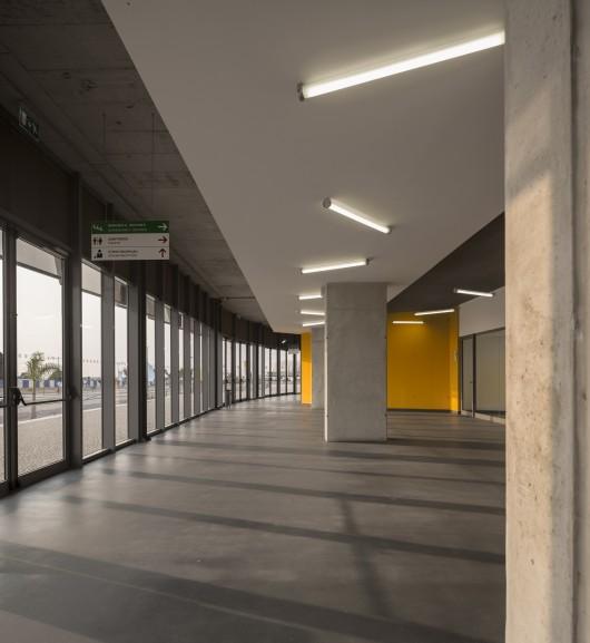 5451a3ade58ece3ef600004f_luanda-multisports-pavilion-berger-arquitectos__gg_2104-530x577