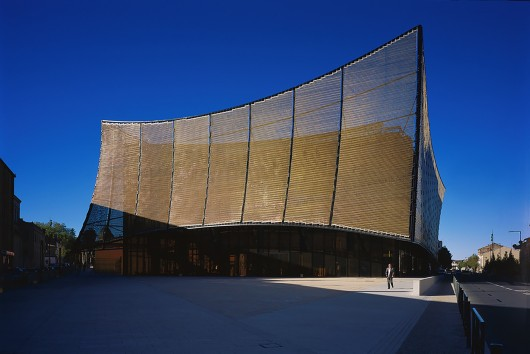54582ed2e58ece4c08000220_albi-grand-theater-dominique-perrault-architecture_albi_grand-theatre-env_2014_gf_19-530x354