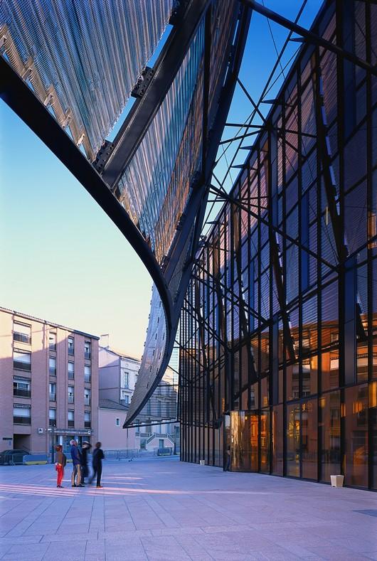 545830cfe58ece3ef6000251_albi-grand-theater-dominique-perrault-architecture_albi_grand-theatre-maille-ext_2014_gf_10-530x789