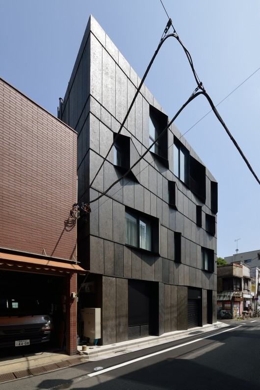 546d5173e58ece3d87000067_kuro-building-kino-architects_0001-530x794