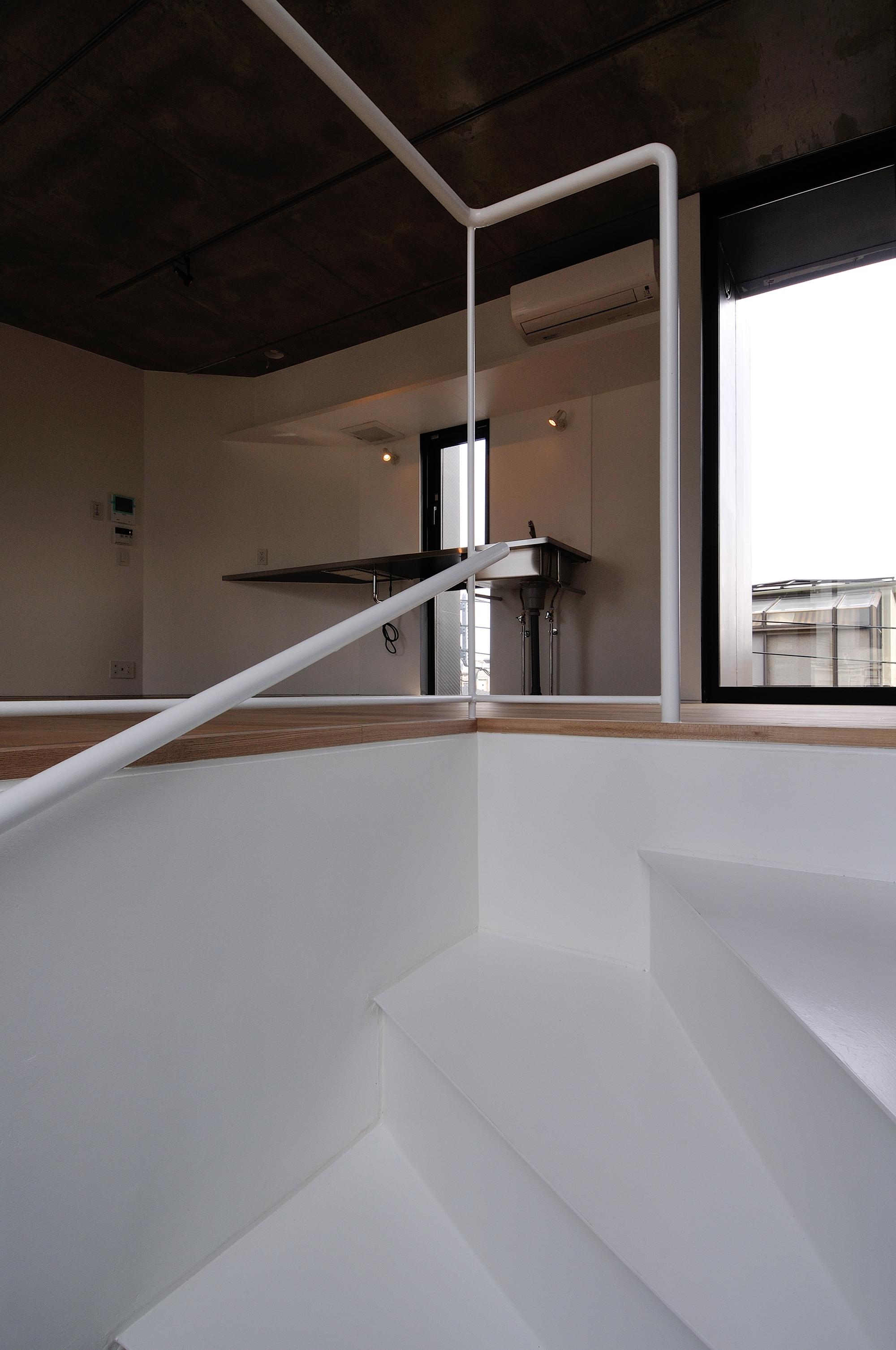 546d51aae58ece3d87000068_kuro-building-kino-architects_0119