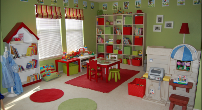 Avocado-green-and-apple-red-childs-playroom-with-blue-accents-700x381