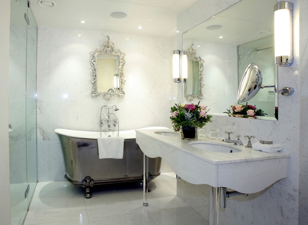Chinese-style-bathroom-silver-bath