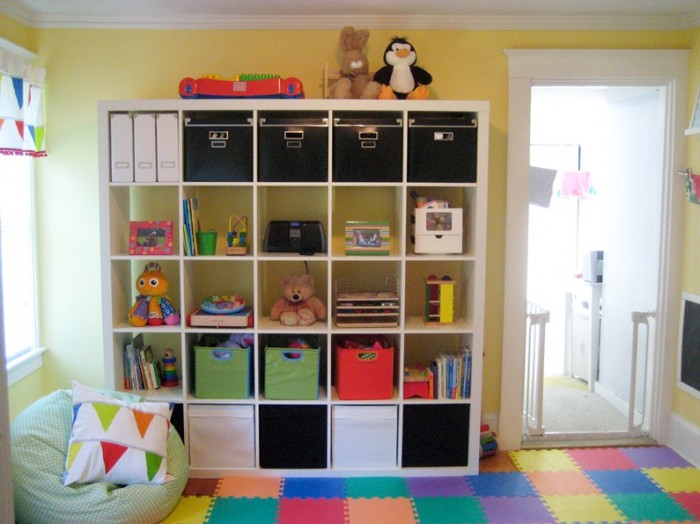 Kerrys-Papercrafts-jigsaw-flooring-childs-room-cube-storage-700x524